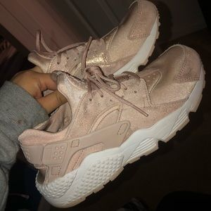 Rose gold brand new huaraches